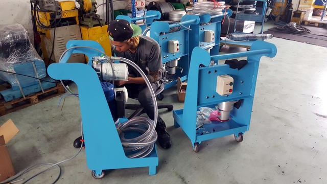 Assembling_mobile_filtration_cart