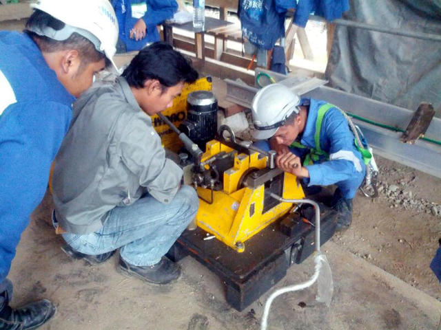 Engineer_conduct_customer_of_using_flaring_equipment